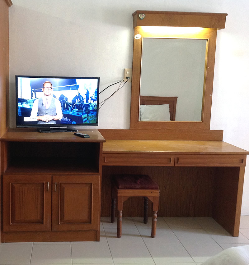 Grace 32 Inch Tv With Desk Or Dressing Area